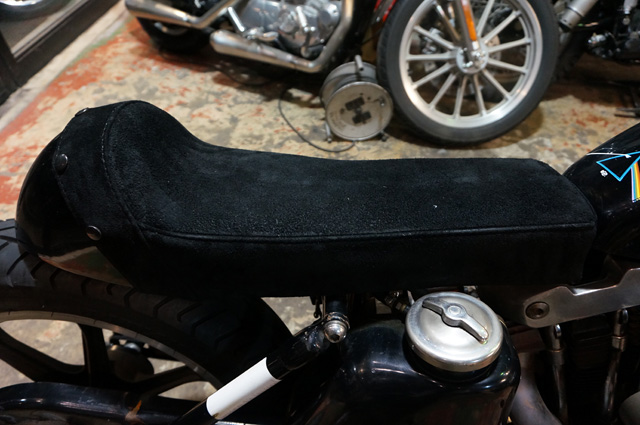 ATELIER CHERRY(アトリエチェリー)製のバイクシート