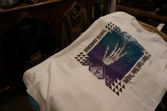 NEUTRAL(ニュートラル)製のステンシルTシャツ SHAKEDOWN TRADING